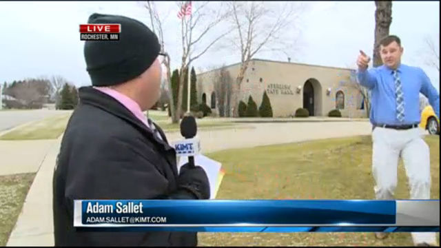 VIDEO: Alleged bank robber runs past reporter during live shot