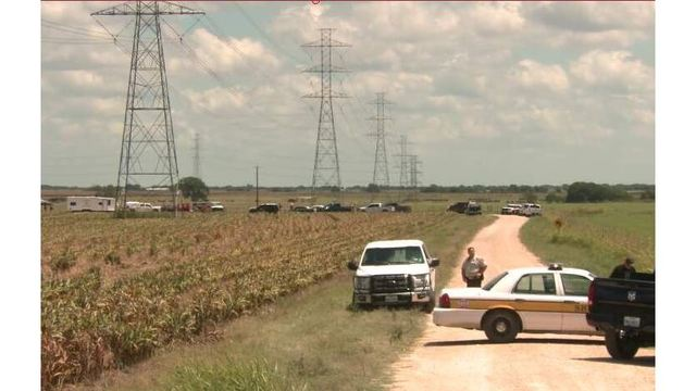 Authorities at the scene of a deadly hot air balloon crash west of Lockhart on July 30, 2016_318946