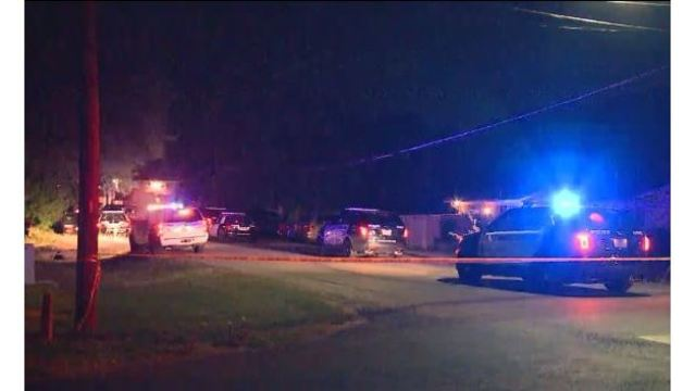 The scene following a deadly shooting on Wagon Trail in North Austin on Aug. 8, 2016_329645