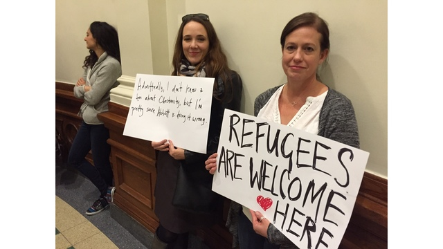 Battle over sanctuary city bill heats up at State Capitol_408341