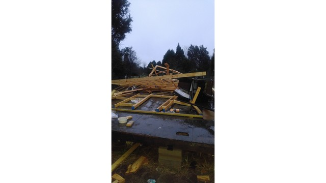 Storm damages home in Elgin, Texas_422378