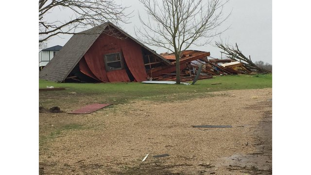 Several barns and homes destroyed in Williamson County along CR 427_422543