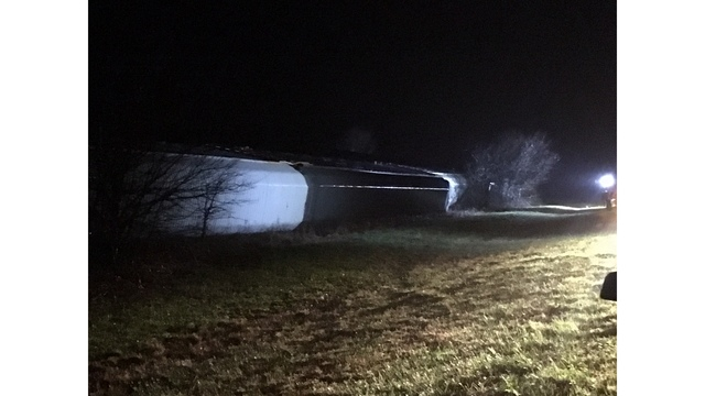 Strong wind blows train off tracks in Williamson County_422320