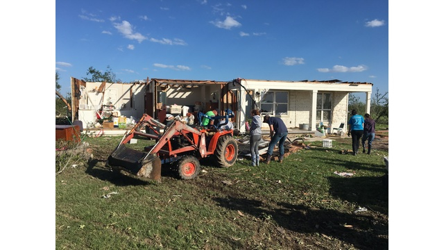 Groups assist those in need after East Texas tornadoes (KXAN photo_Kylie McGivern)_463187