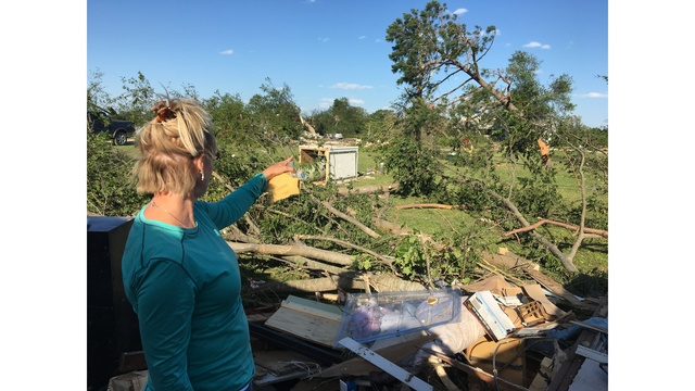 Groups assist those in need after East Texas tornadoes (KXAN photo_Kylie McGivern)_463190