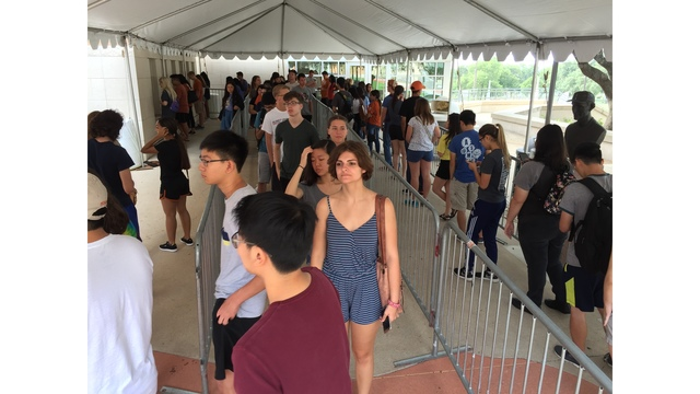 Thousands of new Longhorns check in during Mooov-In
