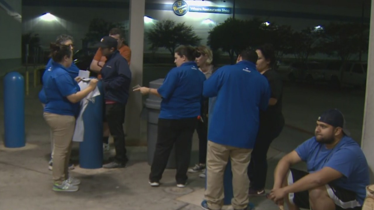 44db2ed59c4 Astros fans line up at Academy to buy World Series gear