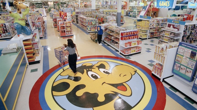 Toys R Us plans revival by 2019 holiday season